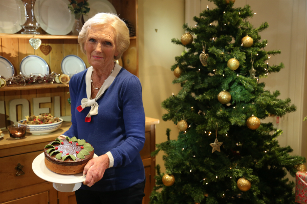 Mary Berry How To Line A Christmas Cake Tin