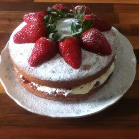 Keep Victoria Sponge Cake Fresh Cream In Fridge