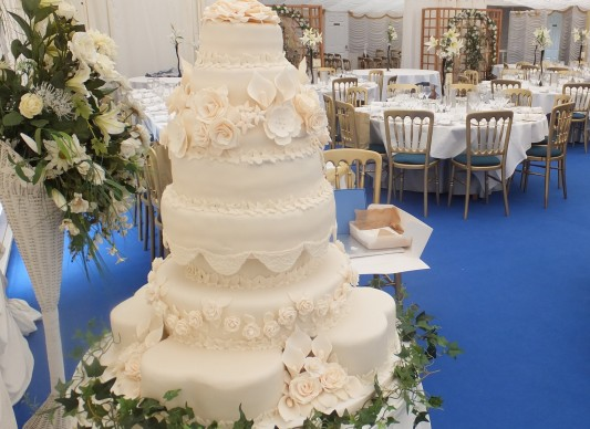 great british bake off wedding cake special s wedding cake the great bake 14916